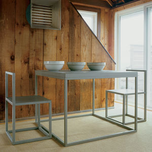 beach weathered seaside retreat sagaponack new york pine walls aluminum furniture
