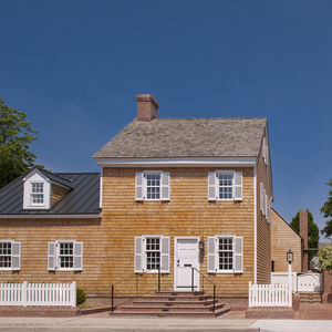 Cedar shingle facade of Delaware renovation by Robert M. Gurney Architect