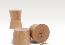 Wooden salt and pepper shakers by Teroforma