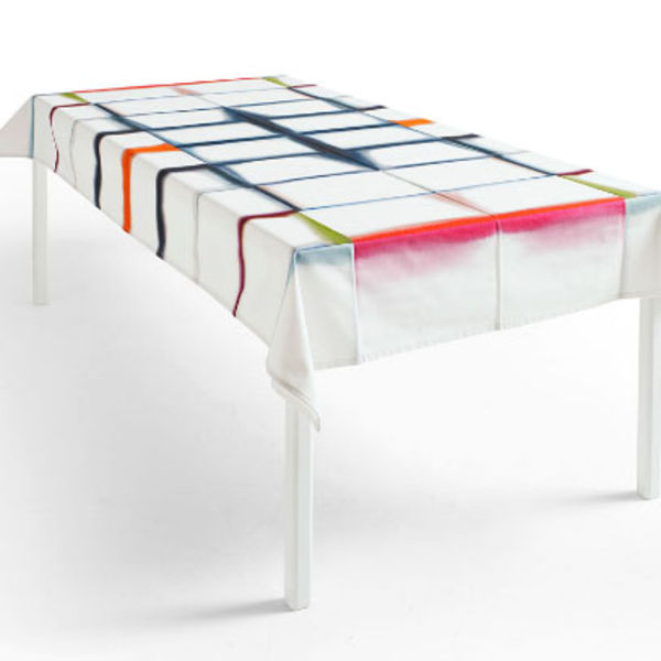 unfold tablecloth