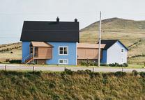 geometrie bleu house exerior from across road