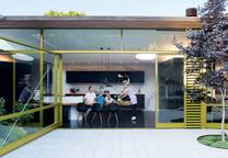 Modern backyard living area with door by Sand Studios
