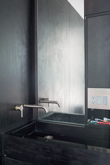 Slideshow: 8 Inspiring Minimalist Bathrooms | Dwell