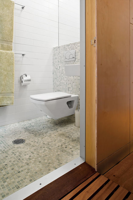 Slideshow: 12 Tips for Tiny Bathrooms | Dwell