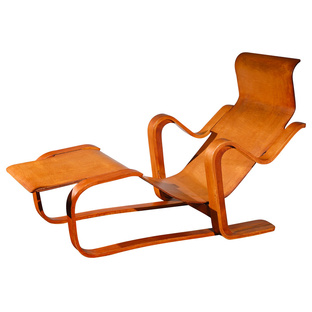"""<strong>""""Long Chair"""" by Marcel Breuer (Great Britain, 1937)</strong><br /> The London-based """"Isokon"""" group was at the center of the Modernism movement in pre-war Britain; their club, the Isobar, was a favorite hangout for artists and intellectuals. Isokon"""