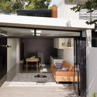 Renovated 19th-Century Terrace House Merges with the Outdoors