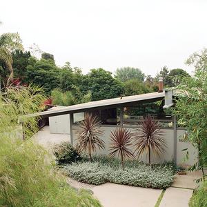 Quincy Jones house in LA with low-water landscaping