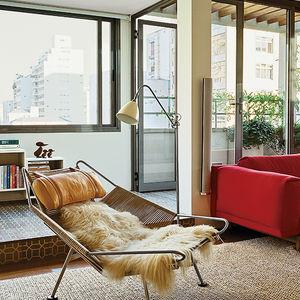 São Paulo apartment living room with Hans Wegner Flag Halyard chair