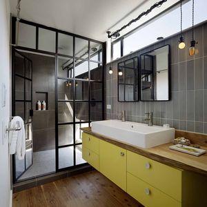 San Francisco floating home bathroom