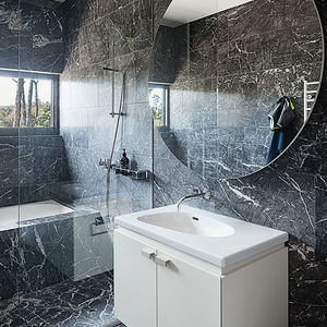 modern lakeside home in Australia bathroom with marble tile and polomba sink