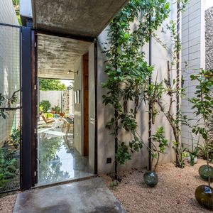 Raw House courtyard