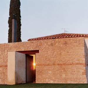 """This 1930s farmhouse on the coast of Tuscany is sited on a podere, land claimed from the low-lying salt marshes by the Fascist government in the early decades of the 20th century. The Dutch technique of """"podering"""" the landscape refers to the process of cr"""