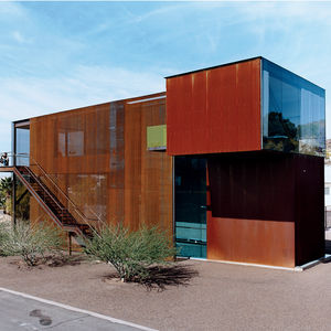 Oxidized steel and woven steel mesh define architect Matthew Trzebiatowski's three-story structure, which is situated in the Sunnyslope area of Phoenix, Arizona.