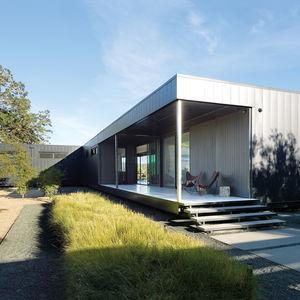 Marmol Radziner–designed prefab house