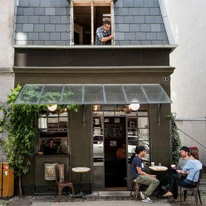 hotel central cafe  0