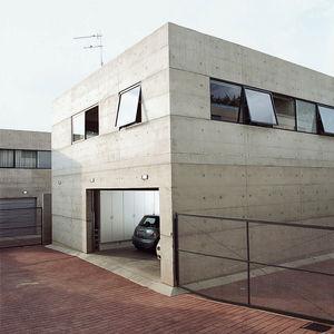 katz residence driveway garage  0
