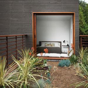 venice home landscape guest bedroom