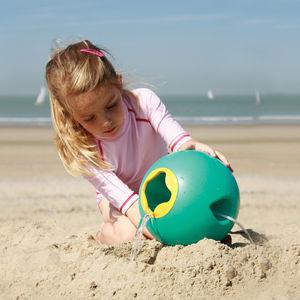Children's water bucket toy for beach or bath