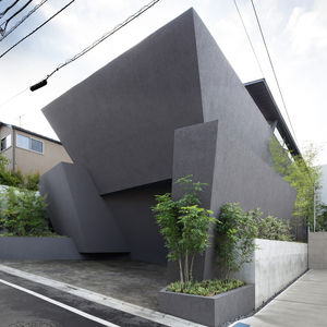 Concrete planters adjacent facade of tokyo home by Artechnic.