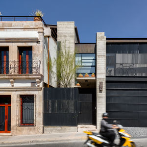 Calle Segunda facade and balcony.