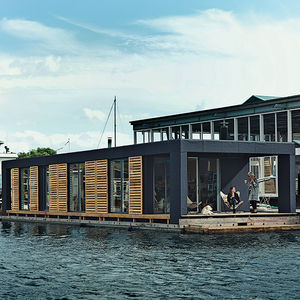 Minimal floating home in Copenhagen