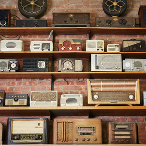 design finder tekserve new york city electronics store wall vintage radios receivers