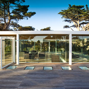Glass pavilion atop the Paley House by DYAR Architects and John Thodos in Carmel, California