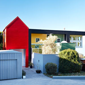 house that sottsass built maui hawaii memphis group home renovation ettore facade colored volumes